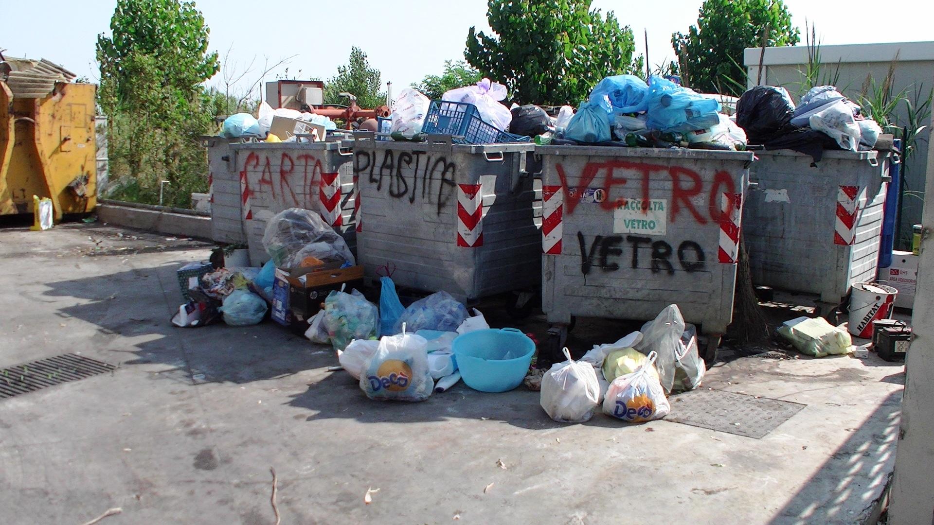 rifiuti lacco ameno