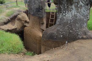 scavi teste moai corpi